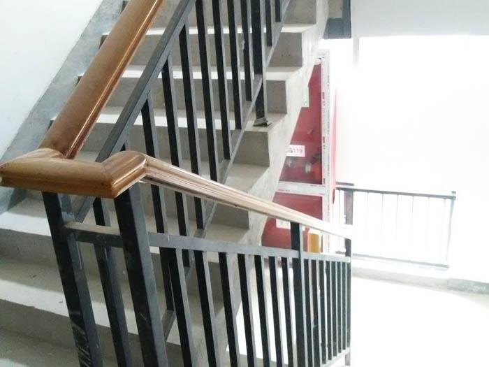 木纹楼梯扶手
